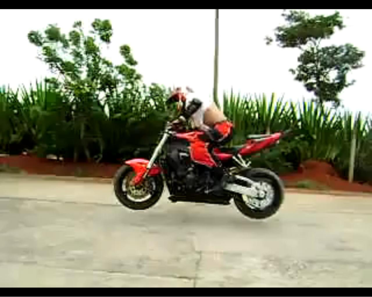 Las motos son bicicletas.