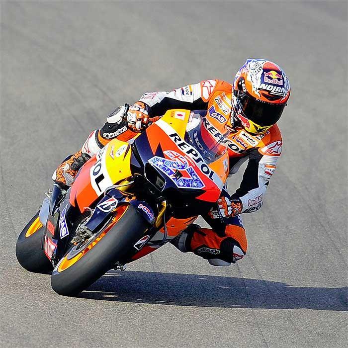 Actualidad MotoGP: Stoner consigue la pole en MotorLand