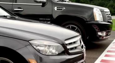 Una comparación absurda: Cadillac Escalade vs Mercedes-Benz C300