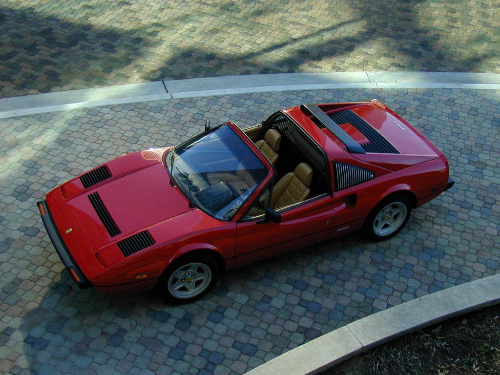 ¿Cuál es más rápido?¿Una Toyota Sienna, un Camry, un DeLorean o un Ferrari 308?