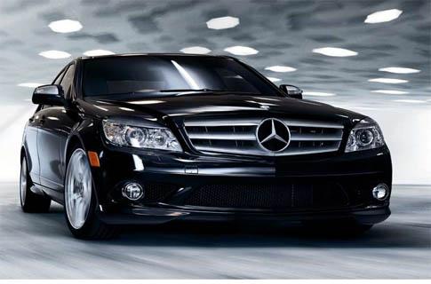 ... absurda: Cadillac Escalade vs Mercedes-Benz C300 - Motor digital: motordigital.com/2011/10/una-comparacion-absurda-cadillac-escalade...