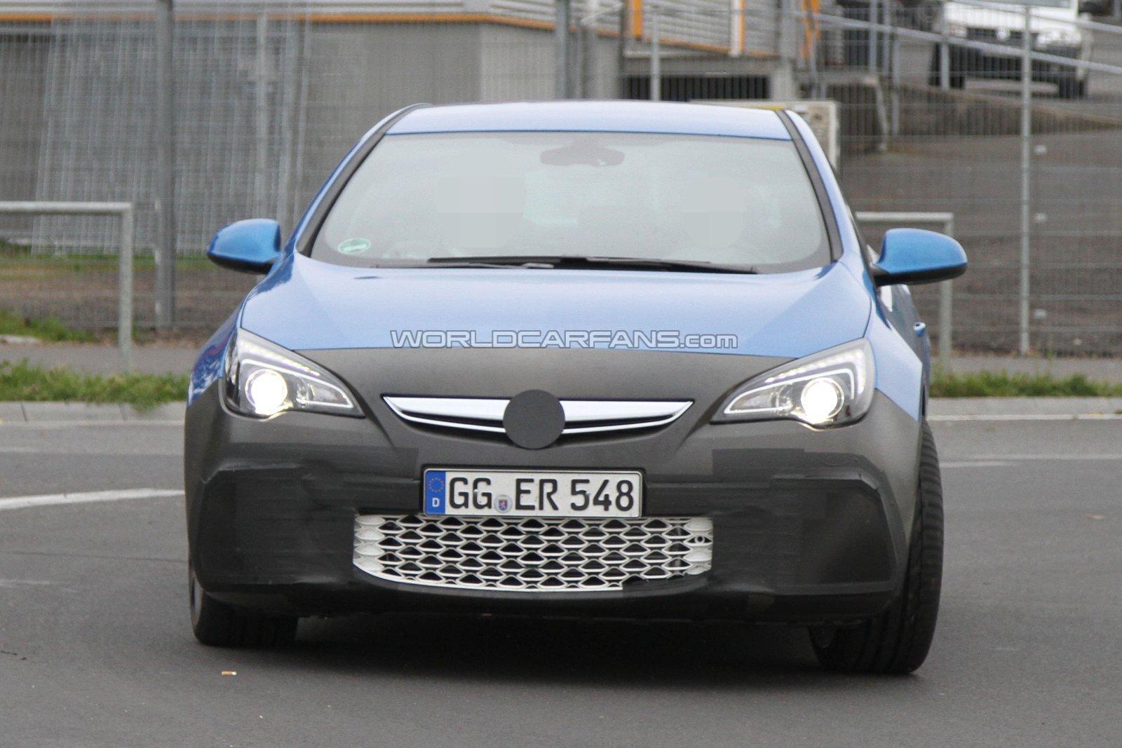 Opel Astra OPC 2012 cazado en Nürburgring