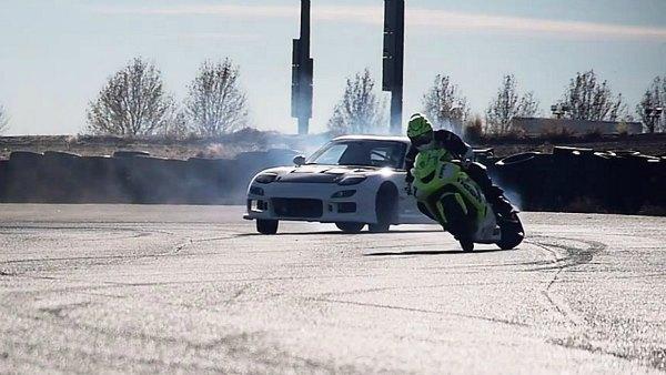 RX-7 vs. ZX10 R, Drift Battle