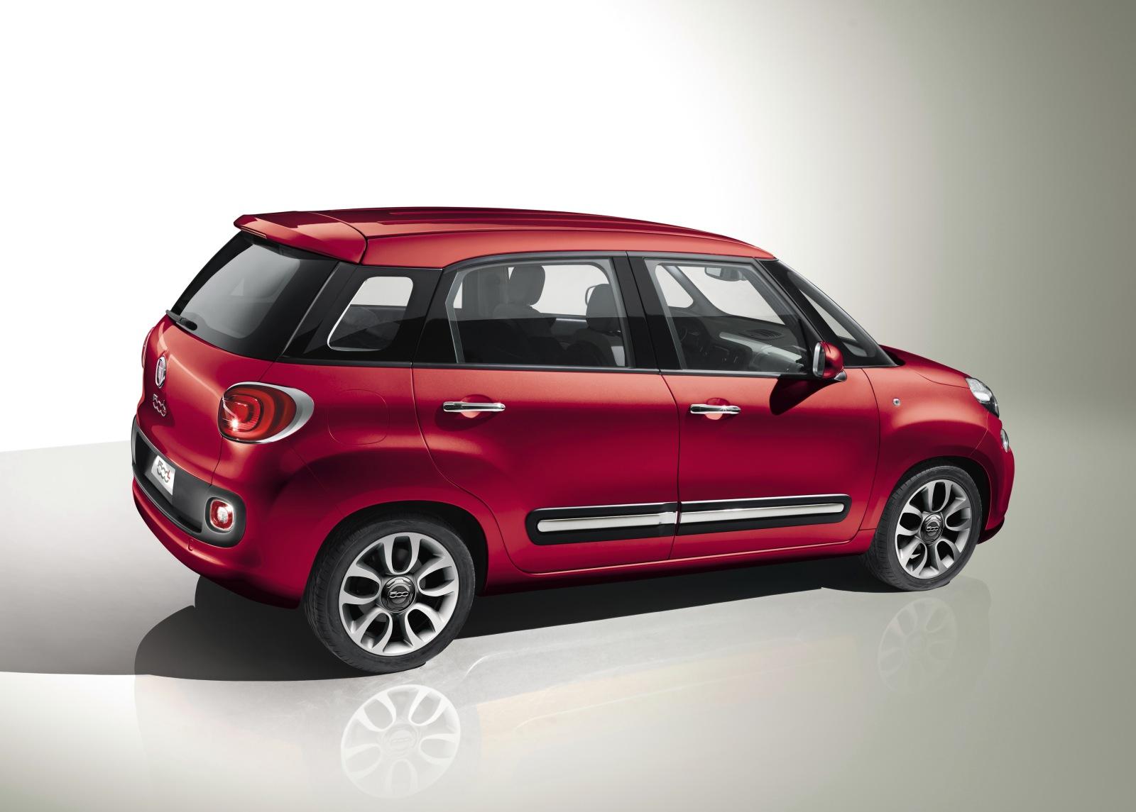 ¡Aquí está el Fiat 500L!