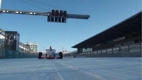 Vídeo: Conduciendo un Fórmula en Nürburgring con nieve