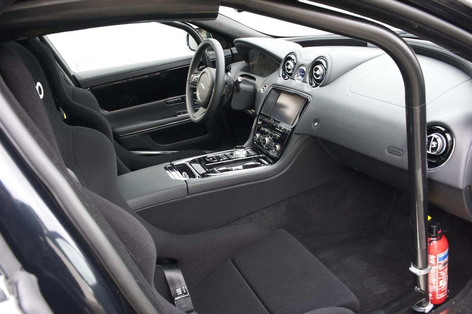 Jaguar también pone a disposición un Ring Taxi
