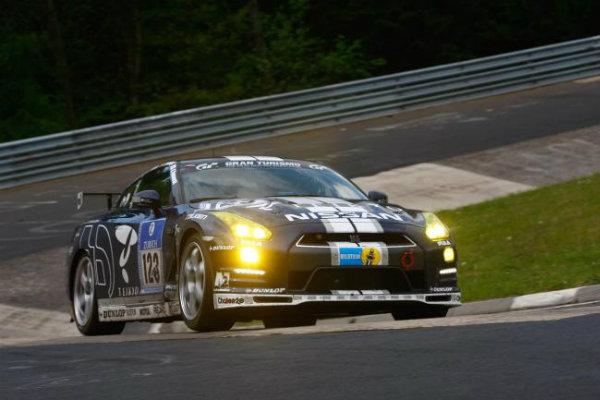 Lucas Ordóñez gana con un GT-R de serie las 24 H de Nüburgring