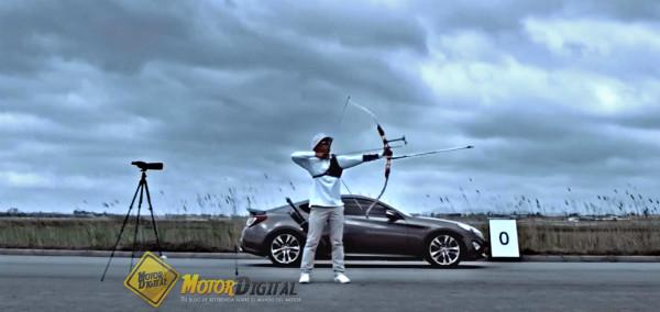 Hyundai Génesis Coupé contra una flecha, ¿quién ganará?
