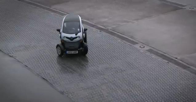"""Autocar """"pone de lado"""" al Renault Twizy"""