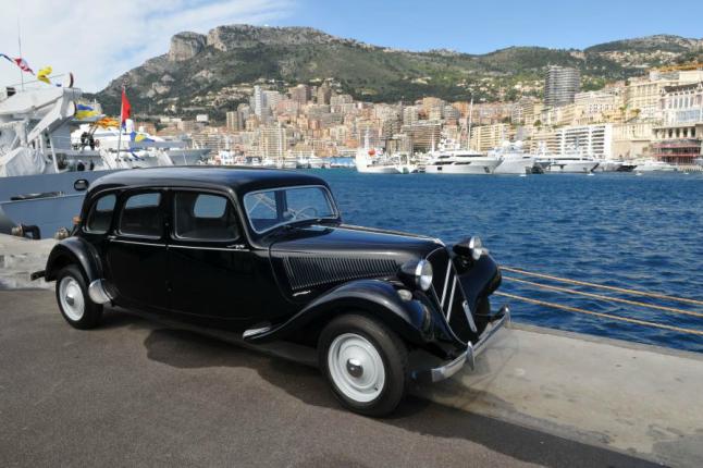Alberto de Mónaco subastará 38 coches de la colección de su padre