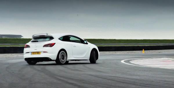 A prueba los nuevos Ford Focus ST y Opel Astra OPC frente a frente
