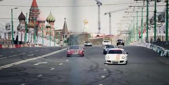 Disfruta viendo a varios Porsche corriendo en Moscú