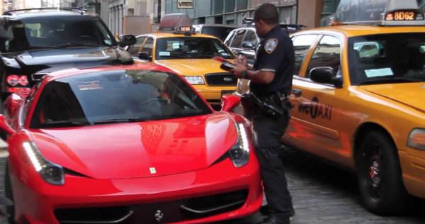 Cómo no librarse de una multa en tu Ferrari 458 Italia