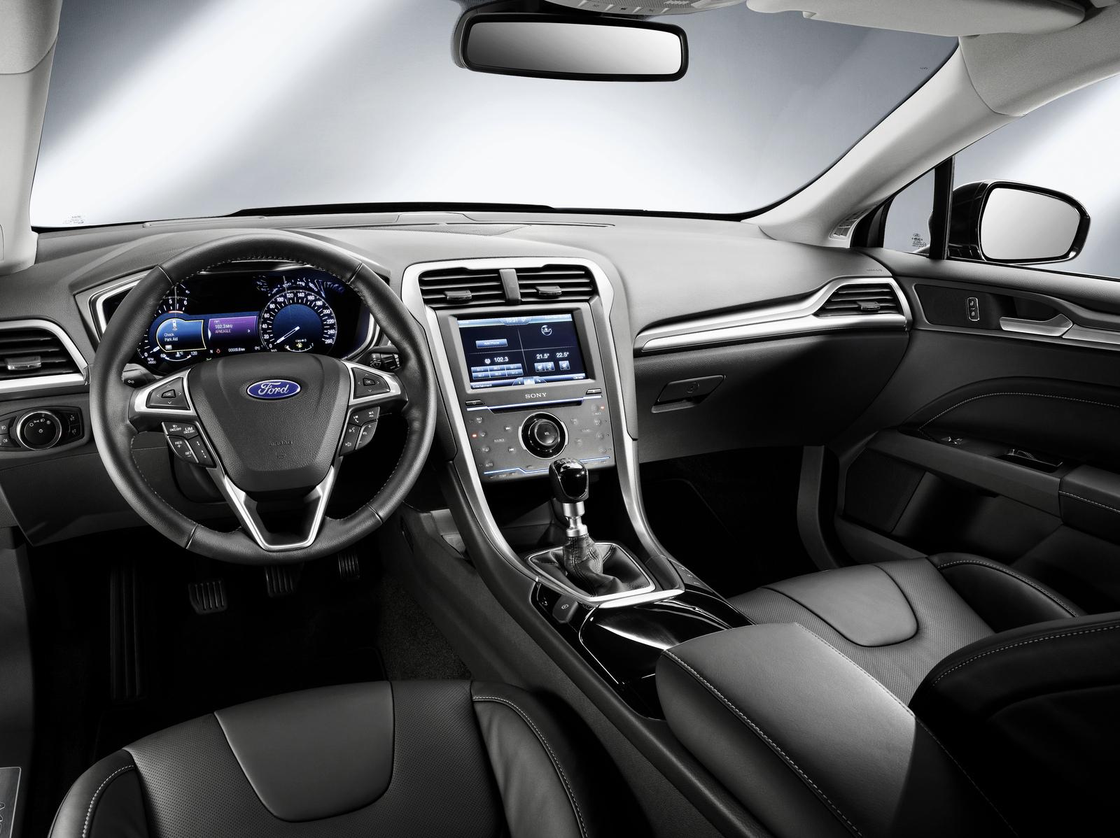 Ford nos muestra el nuevo Mondeo en carrocería familiar y de cinco puertas