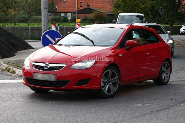 ¡Cazado el Seat León SportCoupé de 3 puertas!