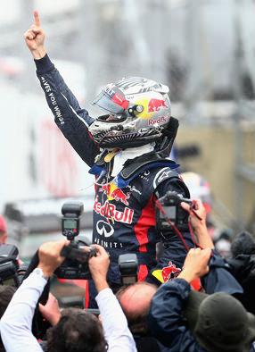 Vettel tricampeón y Alonso se consuela con Lobato