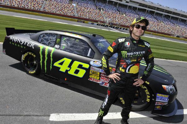Valentino Rossi se sube a un coche de NASCAR