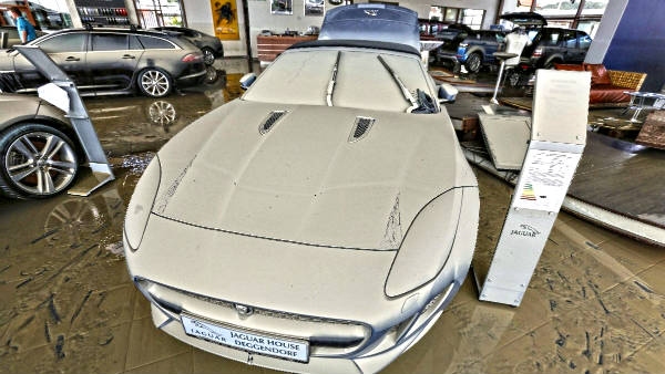 Las inundaciones en Europa destrozan un Jaguar F-Type