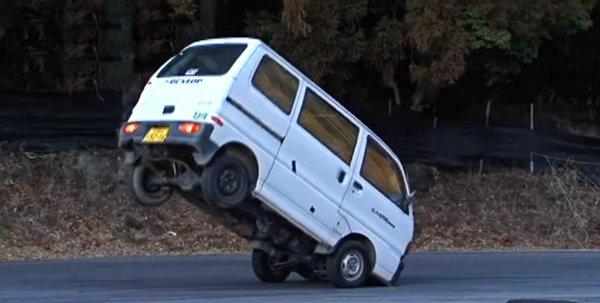 Derrapes con furgonetas, sólo en Japón