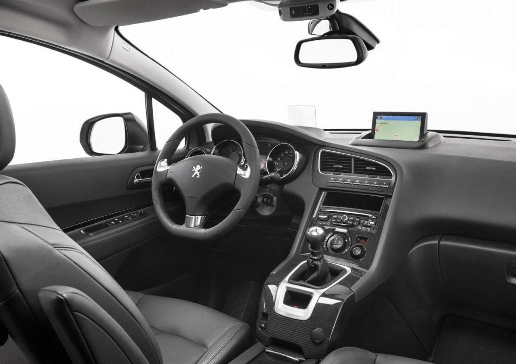 El Peugeot 5008 también estrena un nuevo frontal