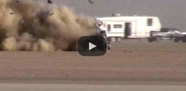Vídeo: Pierde el control a más de 300 km/h y se desintegra