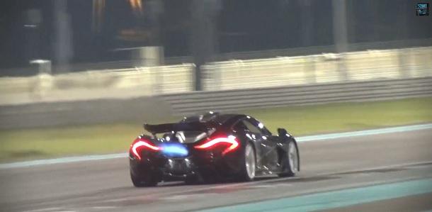 Móntate en el McLaren P1 en el circuito de Yas Marina