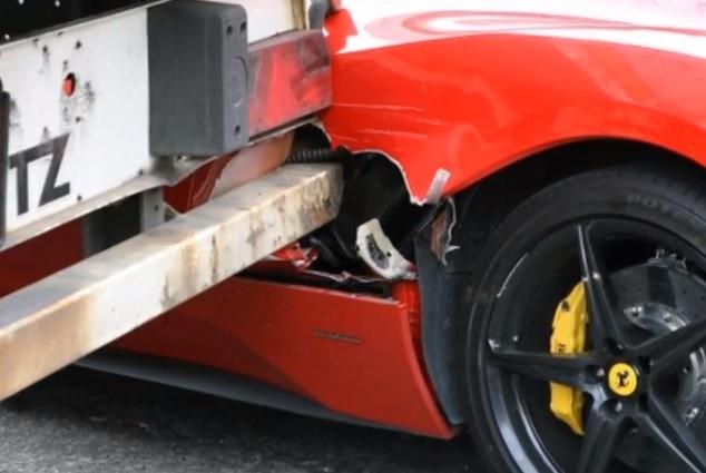 La calle no es un lugar seguro para un Ferrari