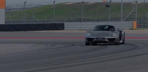 Vuelta al circuito de Austin en un Porsche 918 Spyder